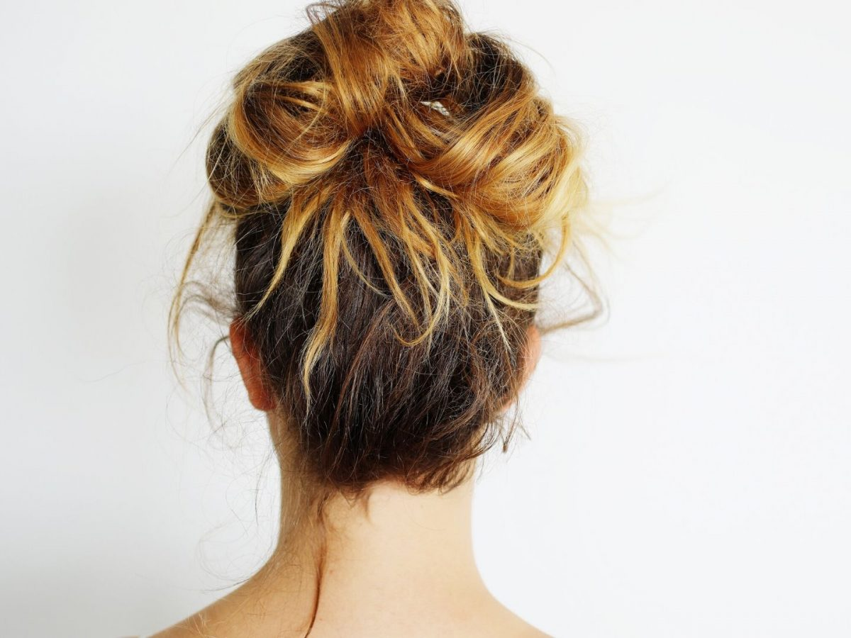 How To Make The Cutest Messy Bun In 3 Minutes Or Less Stonegirl